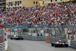 Ніко Хюлькенберг, Renault Sport F1 Team R.S. 18, Естебан Окон, Force India VJM11