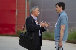 Керівник Ф1 Чейз Кері, керівник Mercedes AMG F1 Тотто Вольфф