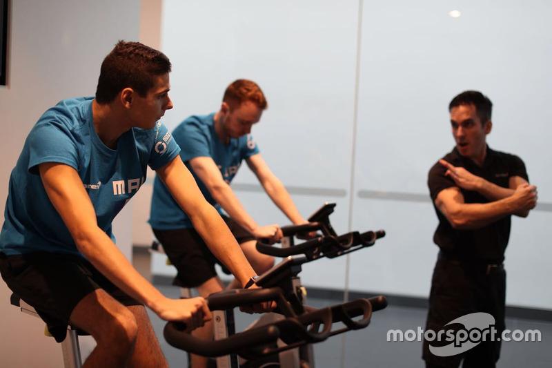 Participantes del McLaren World's Fastest Gamer