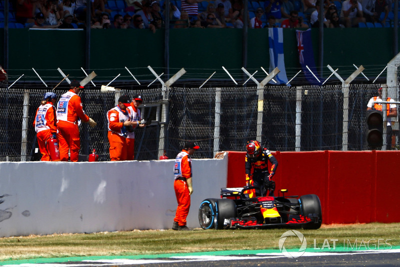 Max Verstappen, Red Bull Racing RB tras su accidente