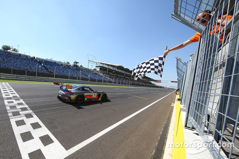 #84 AMG Team HTP Motorsport Mercedes AMG GT3: Dominik Baumann, Maximilian Bühk takes the win