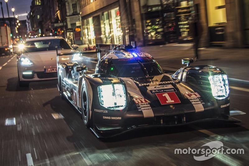 Merk Webber guida la Porsche 919 Hybrid LMP1 a Londra