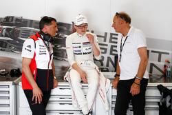 Dr. Michael Steiner, Vorstandsmitglied Forschung- und Entwicklung Porsche AG; Marc Lieb; Hans-Joachim Stuck, Porsche Team