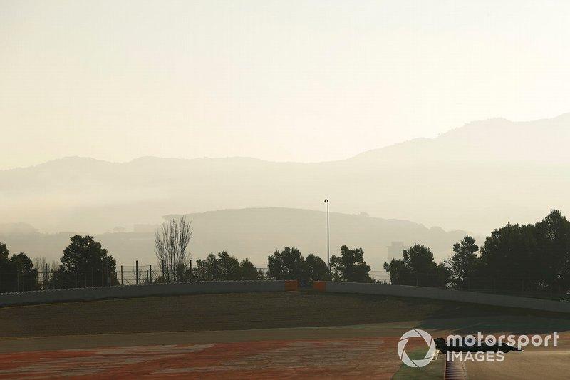 Lewis Hamilton, Mercedes-AMG F1 W10, in testacoda