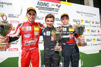 Podio: ganador de la carrera Lando Norris, Mücke Motorsport, segundo puesto Joey Lawson, Van Amersfoort Racing, tercer puesto Robert Shwartzman, kfzteile24 Mücke Motorsport