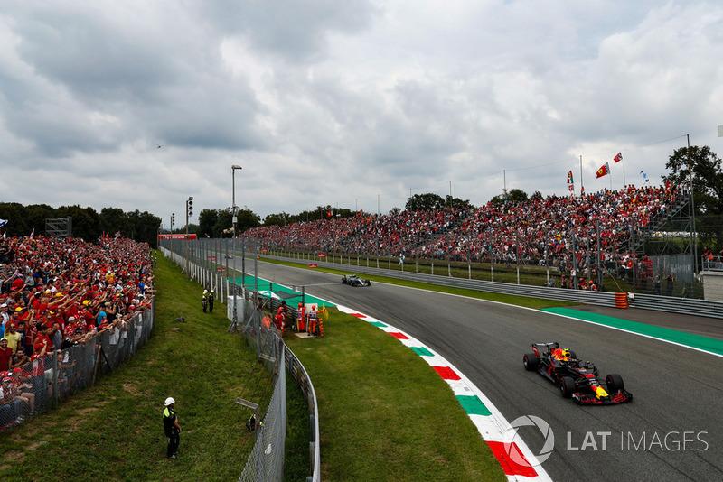 Max Verstappen, Red Bull Racing RB14, leads Valtteri Bottas, Mercedes AMG F1 W09