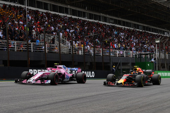 Esteban Ocon, Racing Point Force India VJM11 et Max Verstappen, Red Bull Racing RB14 en lutte