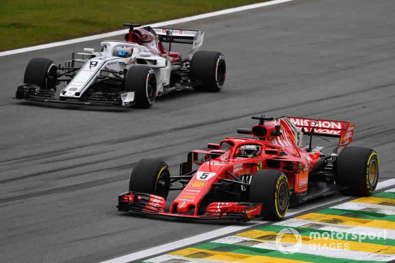 Sebastian Vettel, Ferrari SF71H e Marcus Ericsson, Sauber C37