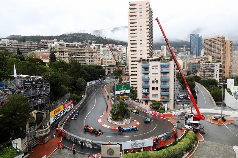 Pascal Wehrlein, Manor Racing MRT05, vor Max Verstappen, Red Bull Racing RB12