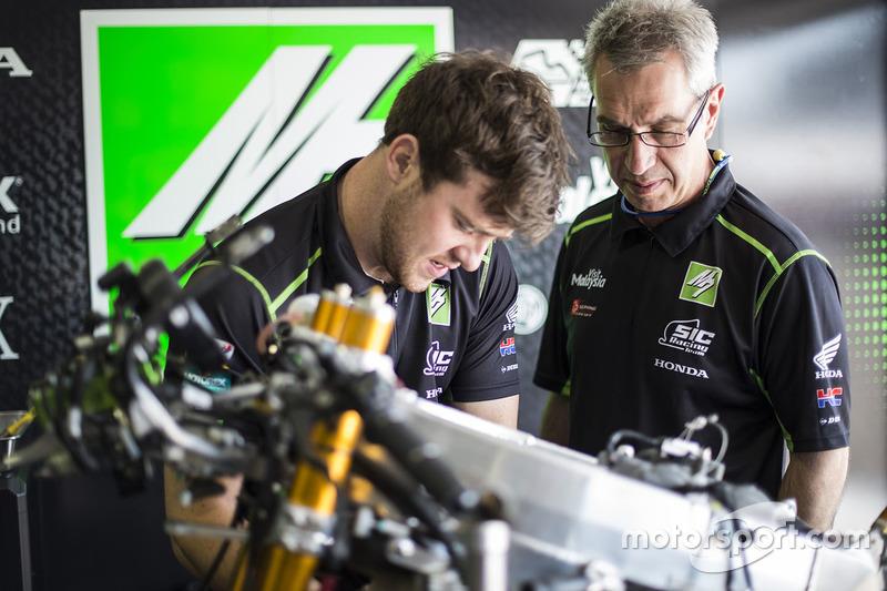 SIC Racing Team, meccanici al lavoro
