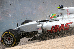 Esteban Gutierrez, Haas F1 Team VF-16 runs out