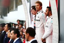 Макс Ферстаппен, Red Bull Racing; Нико Росберг, Mercedes AMG F1; Льюис Хэмилтон, Mercedes AMG F1