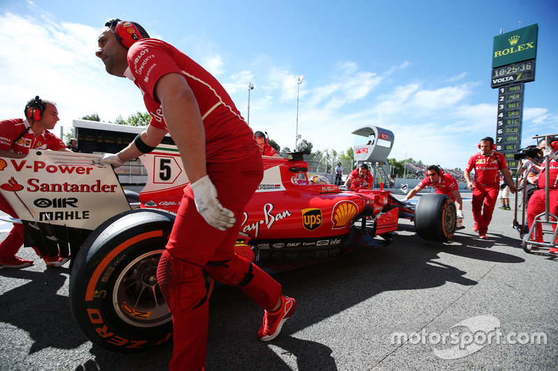 Ferrari engineers assist Sebastian Vettel, Ferrari SF70H, in the pit lane