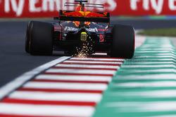 Daniel Ricciardo, Red Bull Racing RB13, strikes up sparks