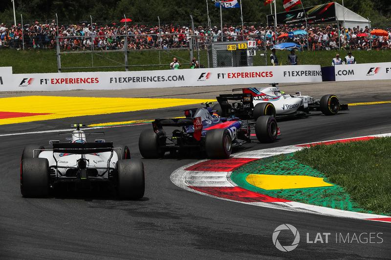 Felipe Massa, Williams FW40, Carlos Sainz Jr., Scuderia Toro Rosso STR12, Lance Stroll, Williams FW40 at the start of the race