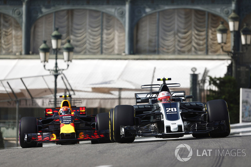 Kevin Magnussen, Haas F1 Team VF-17, Max Verstappen, Red Bull Racing RB13