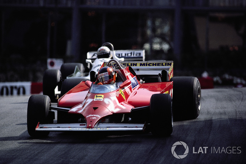 1981 - Avec 4 tours à faire, Gilles Villeneuve double la Williams d'Alan Jones et prend la tête