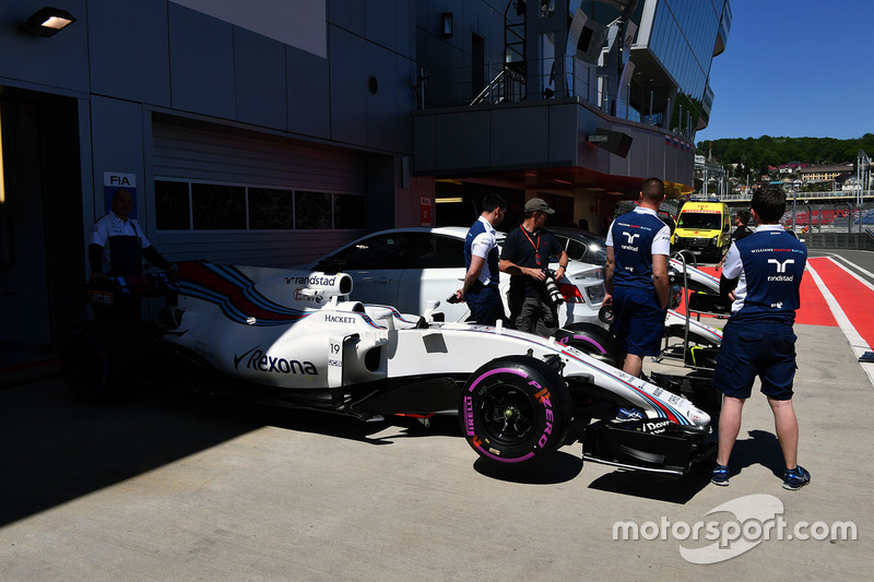 Williams FW40 in pit lane