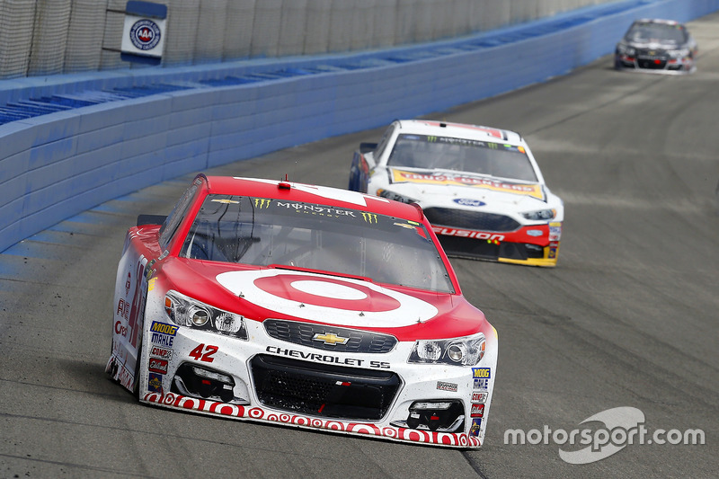Kyle Larson, Chip Ganassi Racing, Chevrolet; Clint Bowyer, Stewart-Haas Racing, Ford