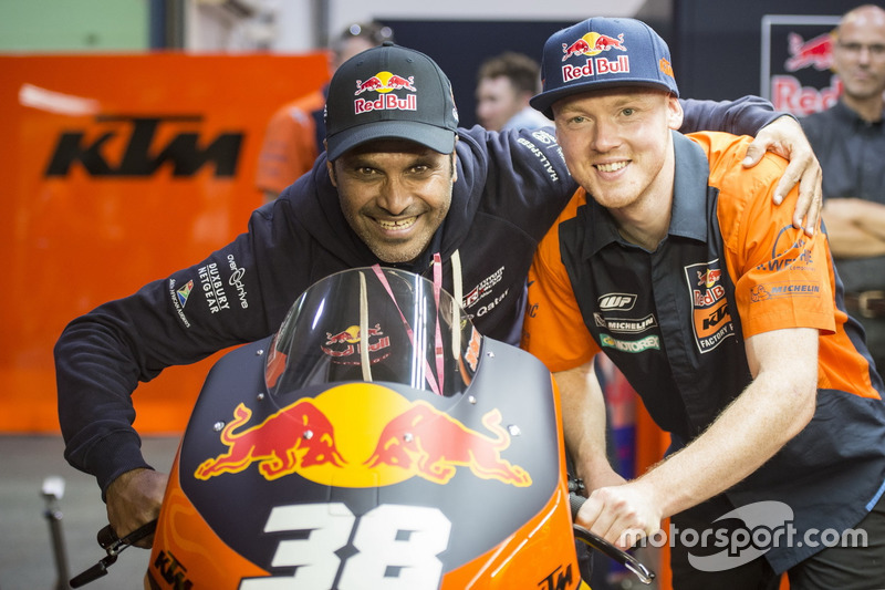 Bradley Smith, Red Bull KTM Factory Racing, mit Nasser Al-Attiyah, Rallyefahrer