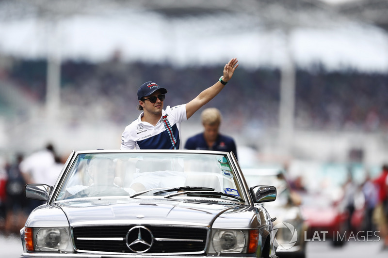 Felipe Massa, Williams, waves from a Mercedes SL on the drivers parade