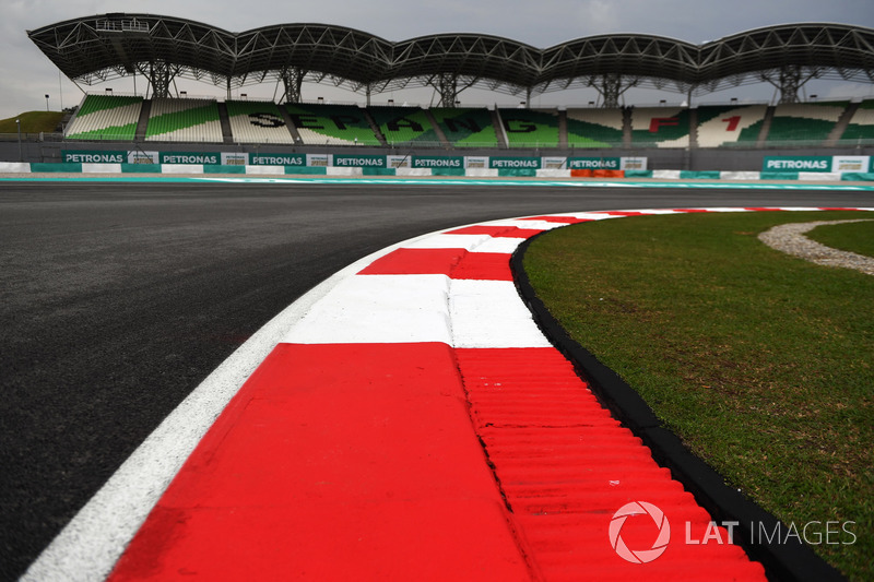 Track view and kerb
