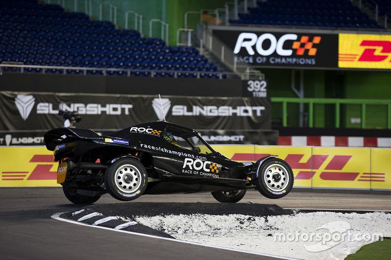 Petter Solberg maneja el ROC Car