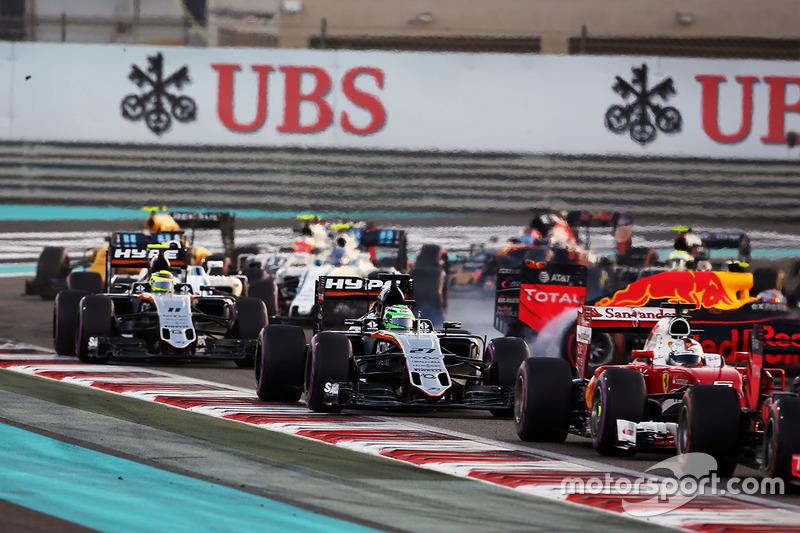 Nico Hulkenberg, Sahara Force India F1 VJM09 al comienzo de la carrera y Max Verstappen, Red Bull Racing RB12 gira