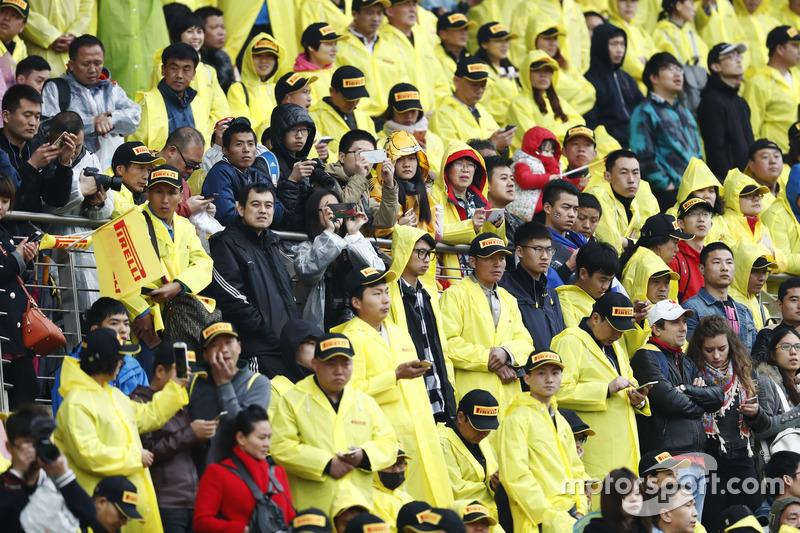 Zuschauer auf der Tribüne