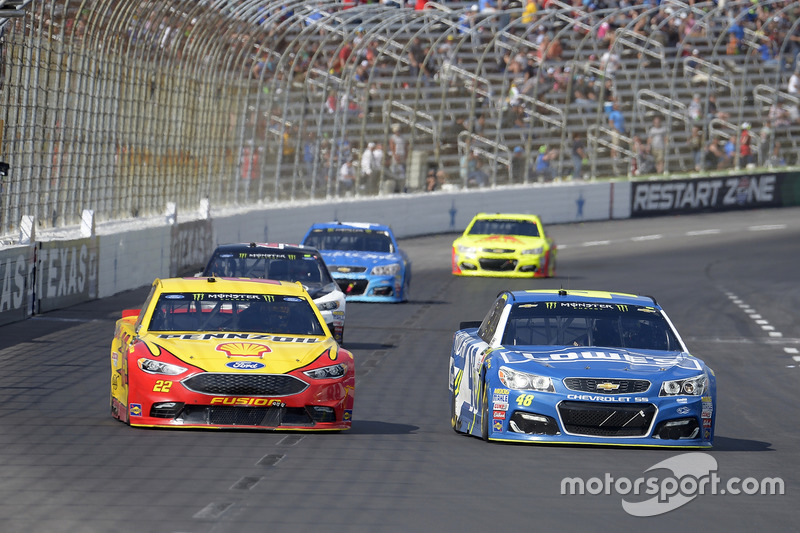 Jimmie Johnson, Hendrick Motorsports, Chevrolet; Joey Logano, Team Penske, Ford