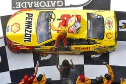 Победитель: Джоуи Логано, Team Penske Ford