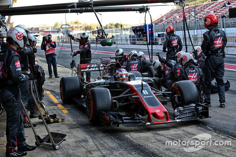Romain Grosjean, Haas F1 Team VF-17 s'entraîne pour les arrêts aux stands