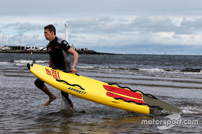 Daniil Kvyat, Scuderia Toro Rosso, am St. Kilda Beach