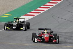 Callum Ilott, Prema Powerteam, Dallara F317 - Mercedes-Benz, Lando Norris, Carlin Dallara F317 - Vol