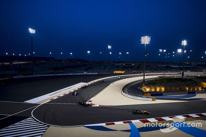 Nico Hulkenberg, Renault Sport F1 Team RS17, Romain Grosjean, Haas F1 Team VF-17, Esteban Ocon, Force India VJM10