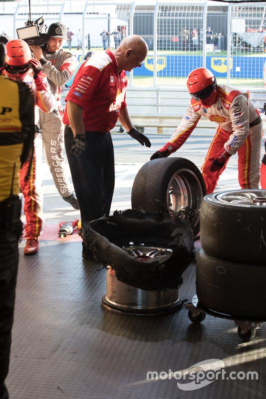 Team Penske Ford tyre blowout