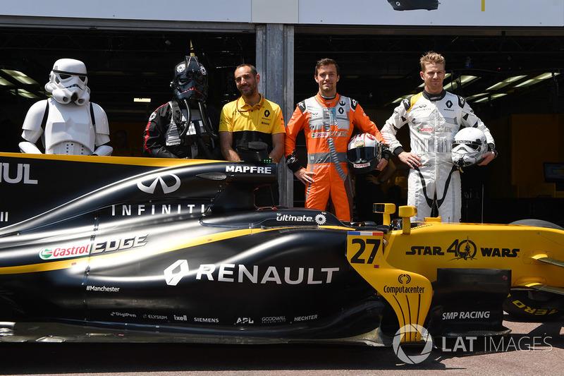 Storm Trooper, Cyril Abiteboul, Renault Sport F1, Jolyon Palmer, Renault Sport F1 Team RS17 y Nico Hulkenberg, Renault Sport F1 Team RS17