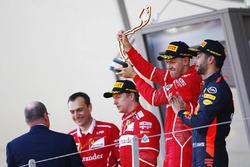 Победитель Себастьян Феттель, второе место – Кими Райкконен, Ferrari, третье место – Даниэль Риккардо, Red Bull Racing