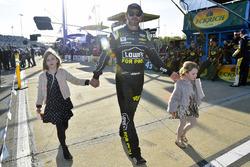 Jimmie Johnson, Hendrick Motorsports, Chevrolet, mit seinen Töchtern Genevieve und Lydia