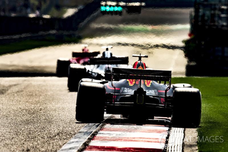 35 коло. Пілоти Red Bull готові їх атакувати на більш свіжих шинах