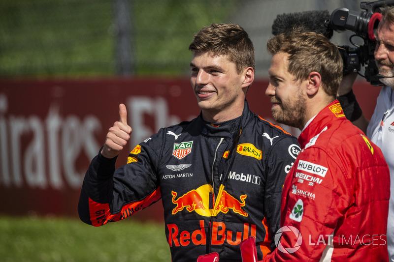 Le vainqueur Max Verstappen, Red Bull Racing et Sebastian Vettel, Ferrari dans le parc fermé
