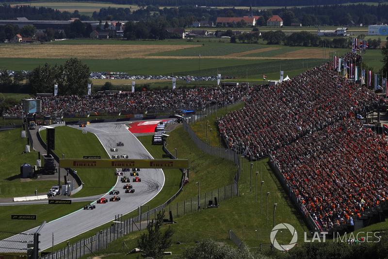 Lewis Hamilton, Mercedes-AMG F1 W09 en tête au premier tour