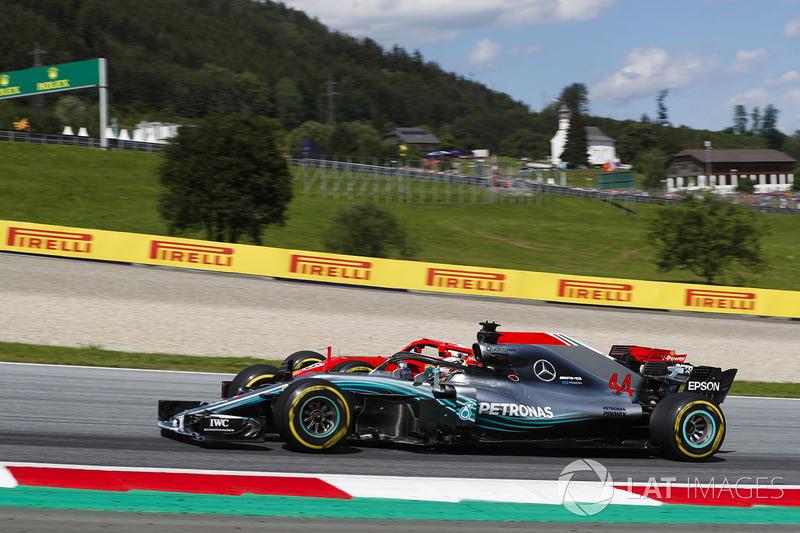 Segundo do grid, Lewis Hamilton também abandonou