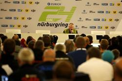 Race director Walter Hornung