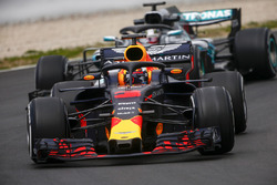 Daniel Ricciardo, Red Bull Racing RB14, Lewis Hamilton, Mercedes AMG F1 W09