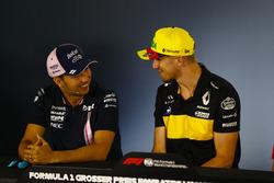 Sergio Perez, Force India, e Nico Hulkenberg, Renault Sport F1 Team, nella conferenza stampa