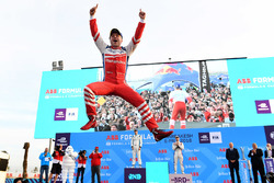 Podium: race winner Felix Rosenqvist, Mahindra Racing