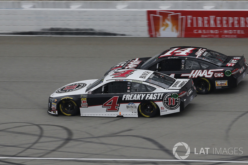 Kevin Harvick, Stewart-Haas Racing, Ford Fusion Jimmy John's Clint Bowyer, Stewart-Haas Racing, Chev