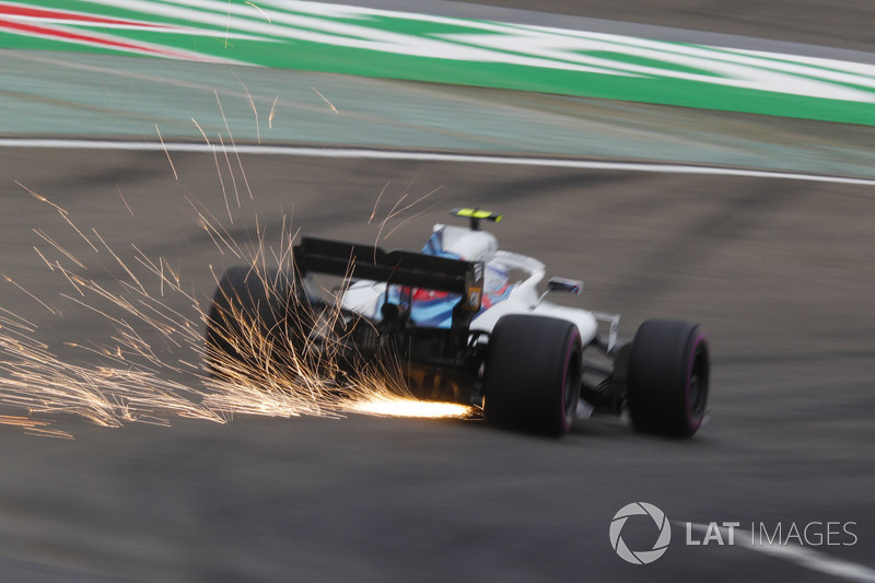 Sparks fly from the car of Sergey Sirotkin, Williams FW41 Mercedes