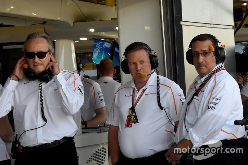 Mansour Ojjeh, McLaren, Zak Brown, CEO McLaren Racing e lo Sceicco Mohammed bin Essa Al Khalifa, CEO del consiglio per lo sviluppo economico del Bahrain e azionista McLaren